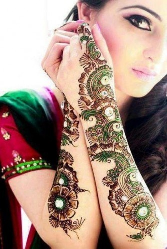 Beautiful Asian Girls Mehndi Looking Designs 2019