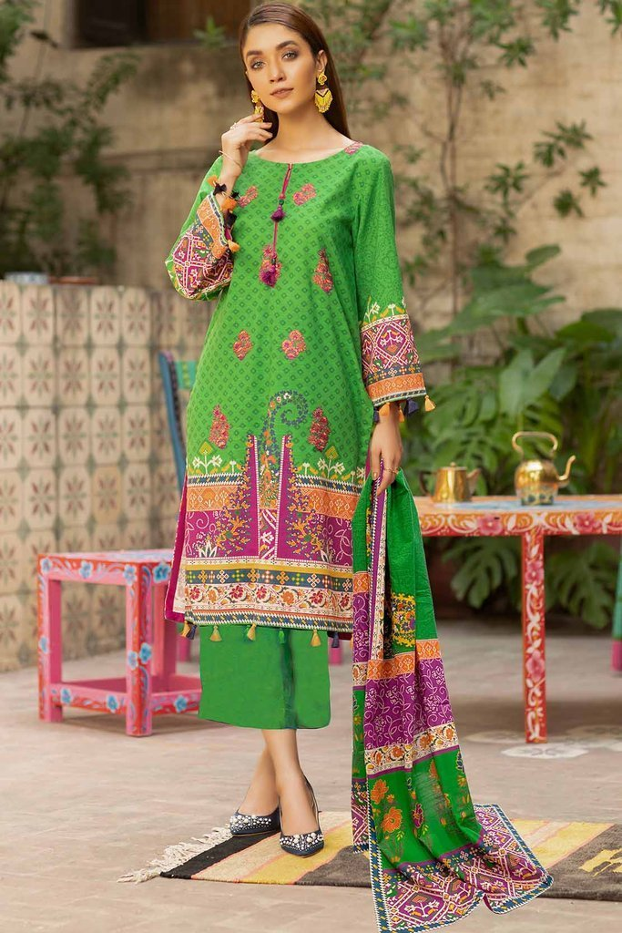Awesome Warda Winter Clearance Sale Upto 50% off 2021 Dresses