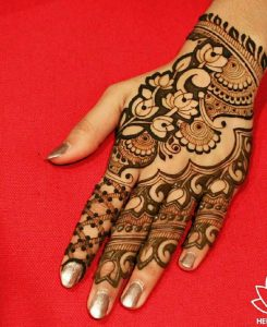 Awesome Henna Looking Designs For Pakistani Teenage 2021