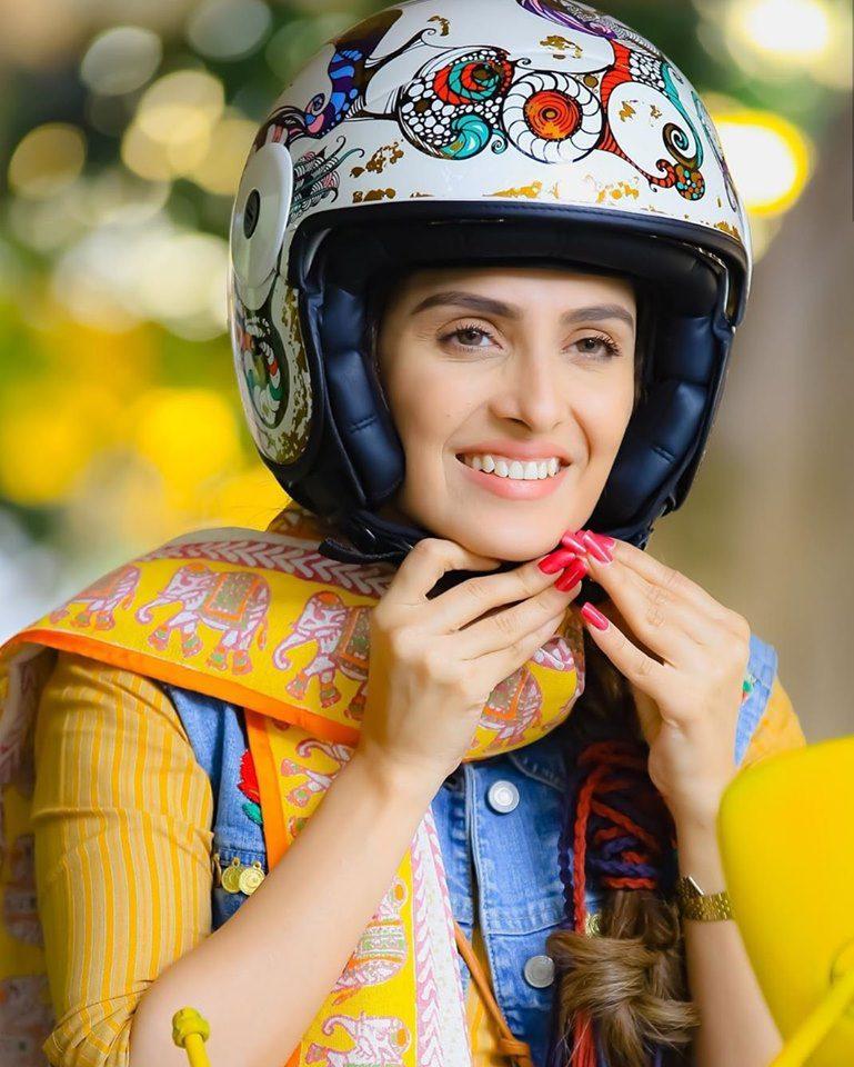 Amazing Photes of Actress Ayeza Khan for Eid Telefilm Vespa Girl