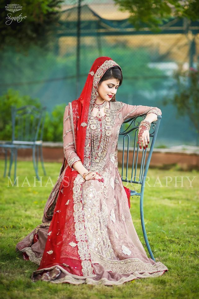 Pakistani Dulhan Charming Dresses Look 2020