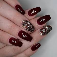Beautifull Glitter Nails Looking Style 2020